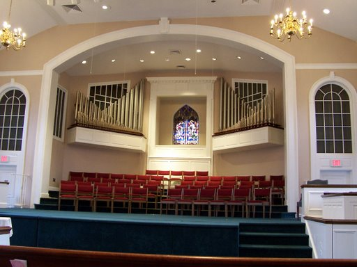 Columbia_Baptist_-_Front_of_Sanctuary