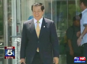 Dr. Henry Lee departs the courthouse